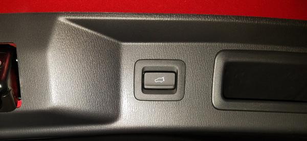 マツダ・CX-8 XD Lパッケージ パワーゲートボタン