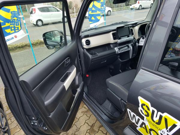 スズキ・クロスビー HYBRID MX 助手席側ドア