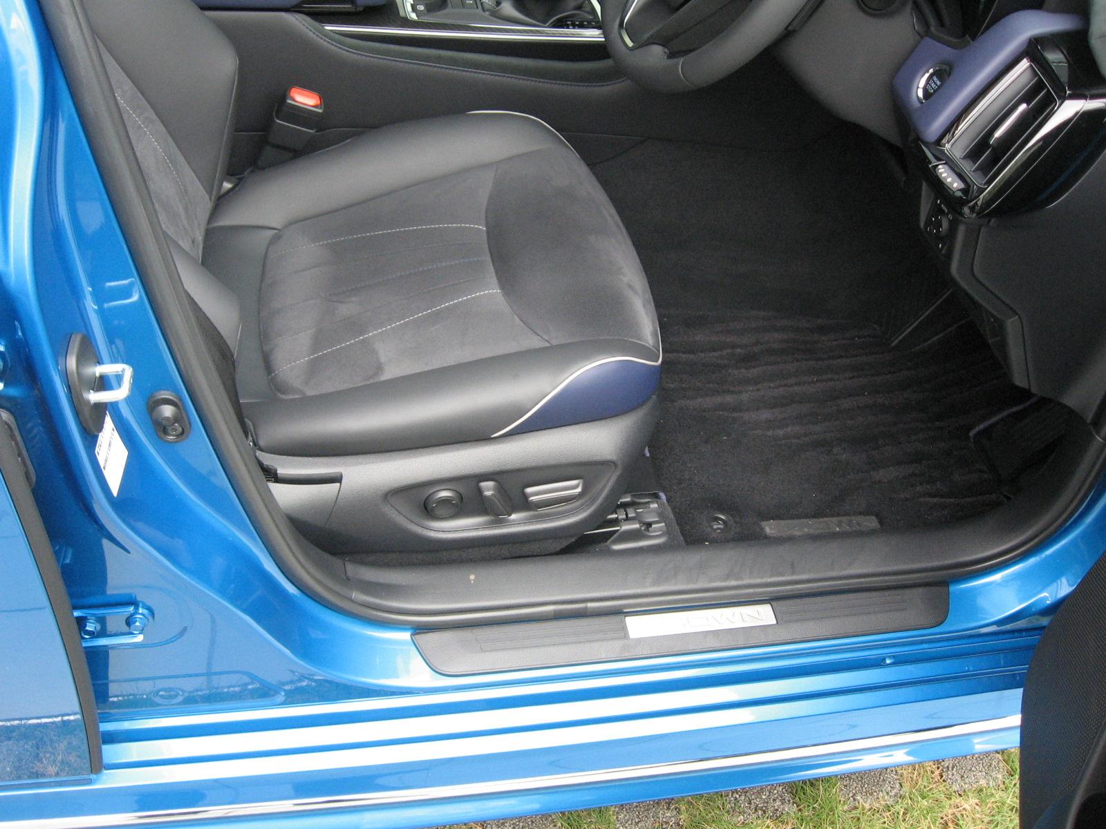 トヨタ・新型クラウンRS 内装 前席シート