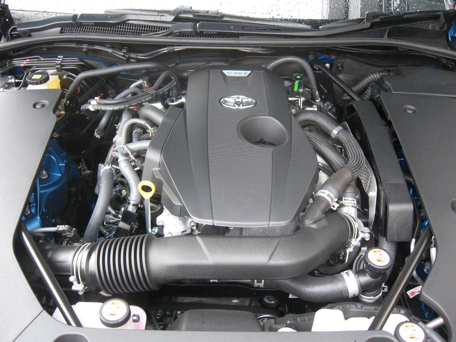 トヨタ・新型クラウンRS エンジンルーム