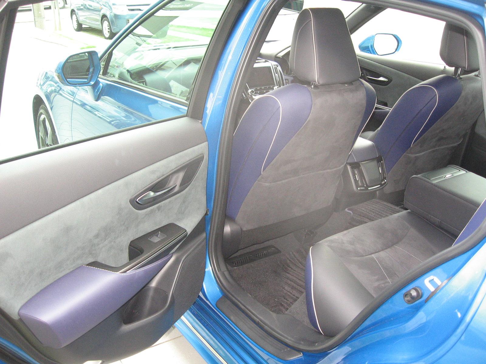 トヨタ・新型クラウンRS 内装 後席シート