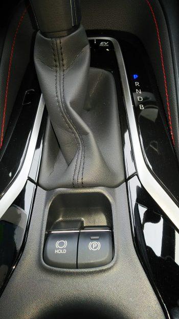 トヨタ・新型カローラスポーツ ハイブリッドGZ シフトレバー