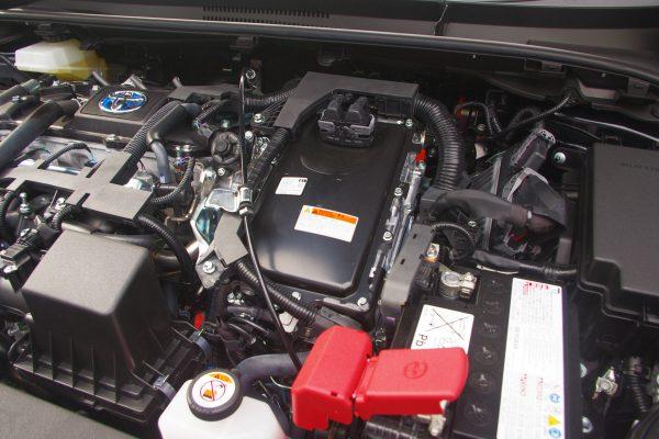 トヨタ・新型カローラスポーツ ハイブリッドGZ エンジンルーム