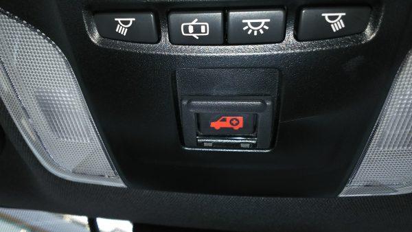 トヨタ・新型カローラスポーツ ハイブリッドGZ 緊急ボタン