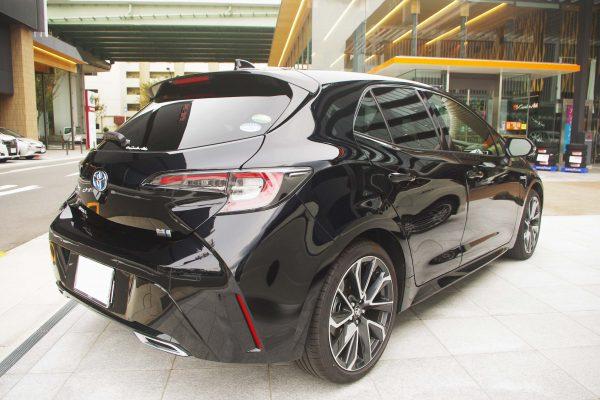 トヨタ・新型カローラスポーツ ハイブリッドGZ 右斜め後ろから