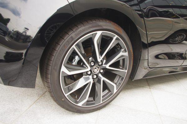 トヨタ・新型カローラスポーツ ハイブリッドGZ タイヤ・アルミホイール