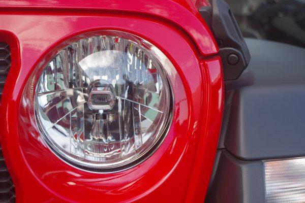 新型ジープ・ラングラー アンリミテッドSport ヘッドランプ