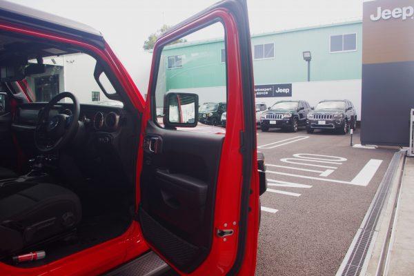 新型ジープ・ラングラー アンリミテッドSport 運転席ドア