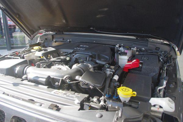 新型ジープ・ラングラー アンリミテッドSport エンジンルーム