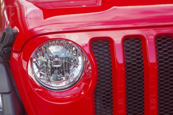 新型ジープ・ラングラー アンリミテッドSport ヘッドライト マルチリフレクター